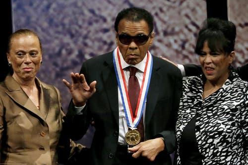 Muhammad Ali erhielt 2012 die «Liberty Medal» verliehen im National Constitution Center in Philadelphia. (Bild: Keystone)