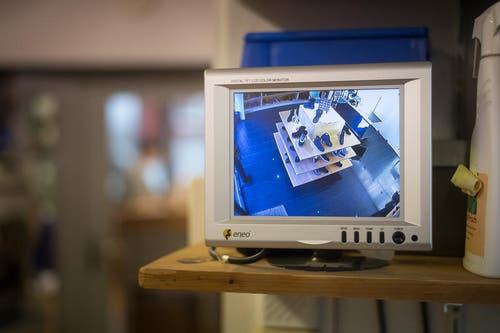 Die Kamera verschafft einen Überblick über die Verkaufsräume. (Bild: Michel Canonica)