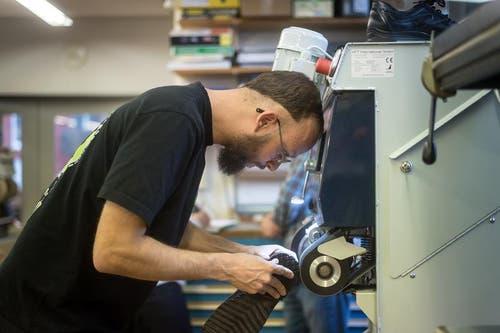 Dominique Taudien, einziger Lehrling im Kanton, hat seine Leidenschaft zum Beruf gemacht. (Bild: Michel Canonica)