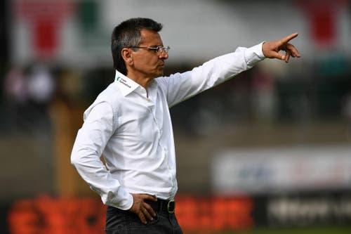 Der neue FCSG-Coach Boro Kuzmanovic dirigiert seine Mannschaft. (Bild: Keystone)