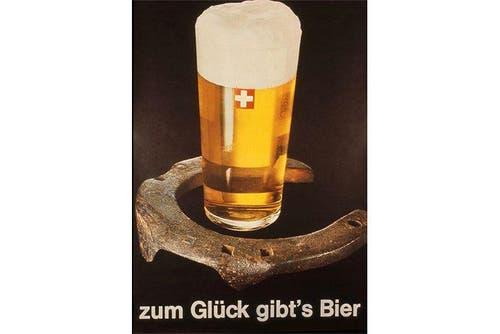 Das Bier als Glücksbringer: Ein Plakat aus dem Jahr 1966. (Bild: SBV)