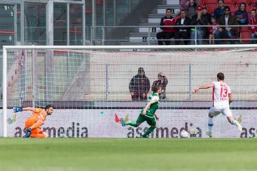 Pajtim Kasami schiebt den ball zumm 1:0 ins Tor. (Bild: Keystone)