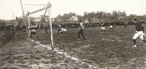 Ja, auch diese Szene spielt im Espenmoos - und zwar bei einer Partie des FCSG im Jahr 1911. (Archiv)