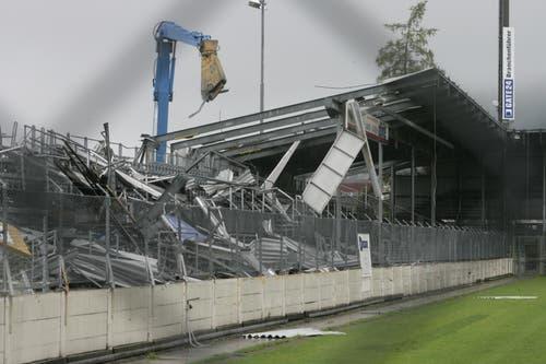 Der Abbruch des legendären Quartierstadions begann kurz nach dem Abstieg. (Ralph Ribi)