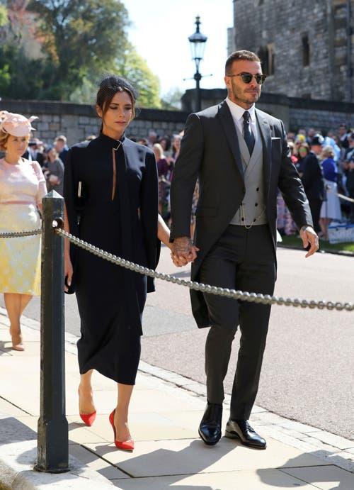 Designerin Victoria und Ex-Fussballprofi David Beckham sind ebenfalls dabei. (Gareth Fuller/pool photo via AP)