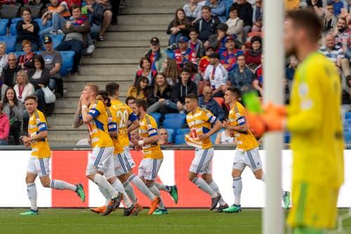 Die Spieler des FC Luzern jubeln über das 1:0. | Bild: Georgios Kefalas / Keystone (Basel, 19. Mai 2018)
