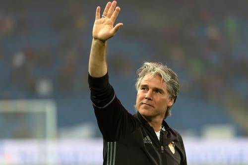 Basels Konditionstrainer Marco Walker verabschiedet vor dem Spiel. | Bild: Georgios Kefalas / Keystone (Basel, 19. Mai 2018)