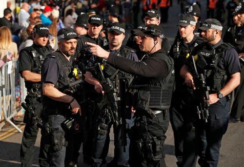Bewaffnete Polizisten sollen für Sicherheit sorgen. (John Sibley/pool photo via AP)