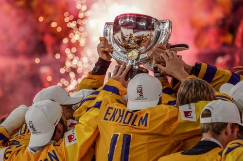 Die Schweden halten den WM-Pokal in den Händen. Bild: Andy Müller/Freshfocus (Kopenhagen, 20. Mai 2018)