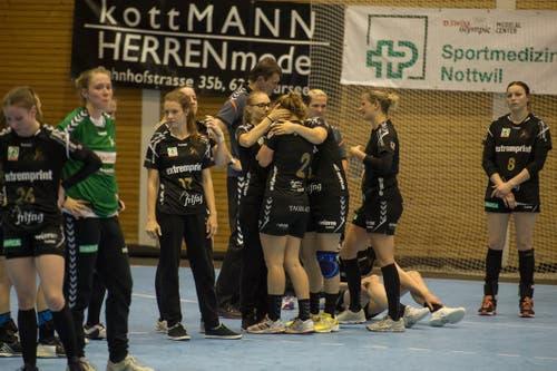 Enttäuschung bei den Spielerinnen von Brühl. | Bild: Dominik Wunderli (Nottwil, 22. Mai 2018)