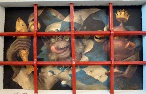 Das Gemälde mit dem originalen «Huerenaff» der Luzerner Safran-Zunft befindet sich im Innern des Freihofs Geissenstein. (Bild: PD)