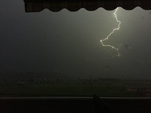 Das Gewitter erreichte auch die Gemeinde Wauwil. Leserbild: Corinne Fellmann