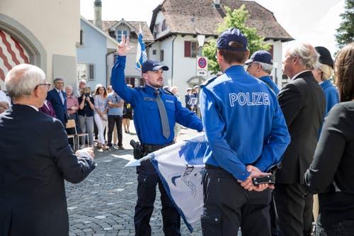 R. Gut aus Kriens wird als Polizist in Sursee vereidigt. (Bild: Manuela Jans-Koch, 24. Mai 2018)