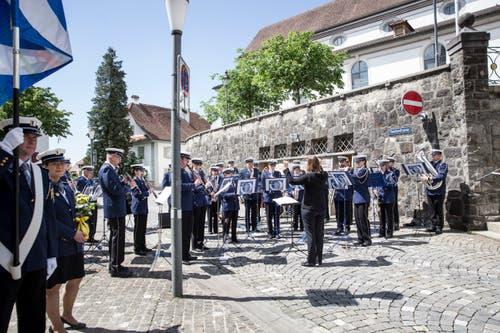 Das Spiel der Luzerner Polizei umrahmte die Vereidigungsfeier in Sursee. (Bild: Manuela Jans-Koch, 24. Mai 2018)