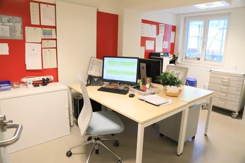 Auch die Büroräume sind hell. Gegen den Gang sind sie verglast. (Bild: PD)
