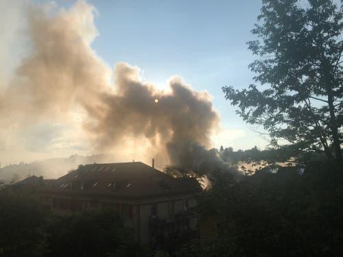 Die Rauchwolke über dem Linsebühl-Quartier. (Pia Hollenstein)