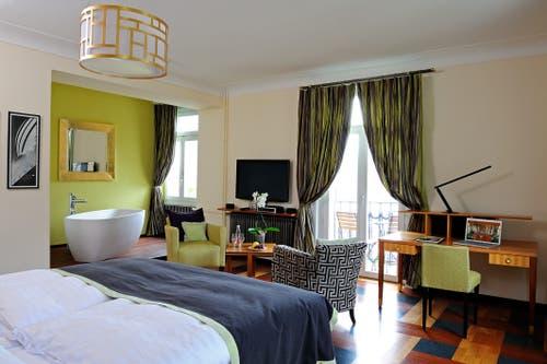 Eine der Junior Suiten mit Sicht auf die Stadt und das Luzerner Seebecken. Bild: PD