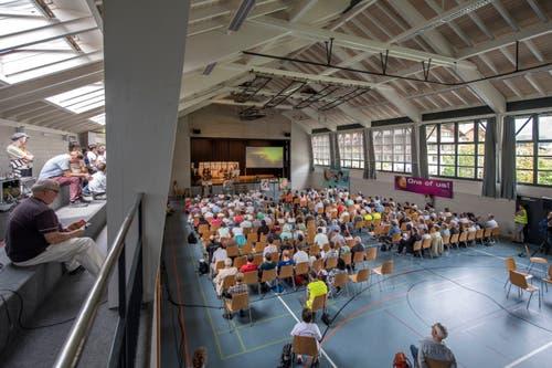 Der Anlass startete im Mehrzweckgebäude Flüematte. (Bilder Pius Amrein (Flüeli-Ranft, 26. Mai 2018)).