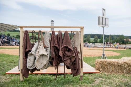 Schwingerhosen liegen bereit am Luzerner Kantonalen (Bild: Urs Flüeler / Keystone (Hohenrain, 27. Mai 2018))