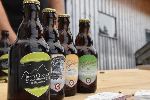 Die Flaschen der Brauerei St. Johann aus Nesslau. (Bild: Timon Kobelt)