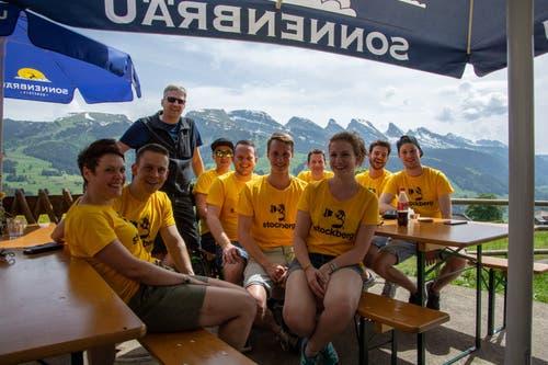 Stolze Helfer nach dem Bierwandertag auf dem Gamplüt. (Bild: PD)
