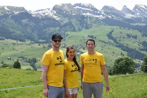 Max Lechner, ehemaliger Braumeister der Brauerei St. Johann, Michelle Porchet, ehemalige Toggenburger Bierprinzessin und Kantonsratspräsident Ivan Louis sind ebenfalls unterwegs. (Bild: Timon Kobelt)