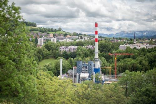 Das Kehrichtheizkraftwerk während der Modernisierungsphase. Die Anlage steht im Sittertobel in einer geschützten Naturlandschaft. Aber nicht nur deswegen muss die Einrichtung scharfe Auflagen für Umwelt- und Naturschutz einhalten. (Bild: Benjamin Manser - 30. Mai 2016)