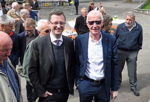 Nationalrat Peter Keller (links) und Peter Würsch, alt Landrat und Präsident der LP Nidwalden. (Bild: Robert Hess)