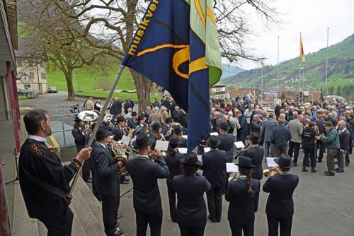 Musikalische Umrahmung des Anlasses durch den Musikverein Dallenwil und dem Trio Wisi, Werni und Toni. (Bild: Robert Hess)