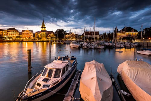 Die blaue Stunde im Hafen von Lindau. (Bild: Marc Bollhalder)