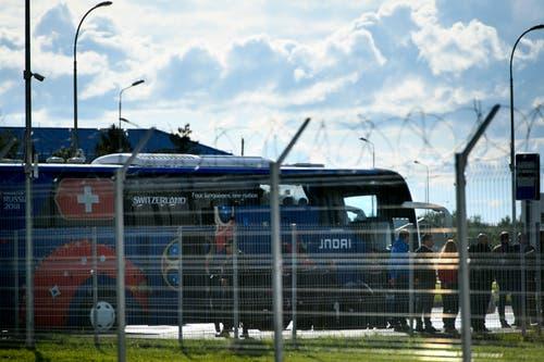 Der Team-Bus steht schon bereit. (Bild: Laurent Gilliéron / Keystone (Samara, 11. Juni 2018))