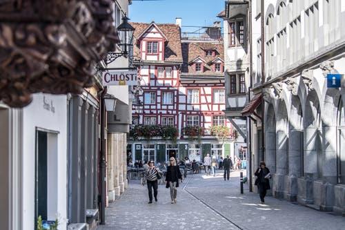 Das Restaurant National oder «Naz» (alias «Goldener Löwe») liegt in der südlichen St.Galler Altstadt an der Verzweigung der Schmied- und Bankgasse. (Bild: Michel Canonica - 5. Oktober 2017)