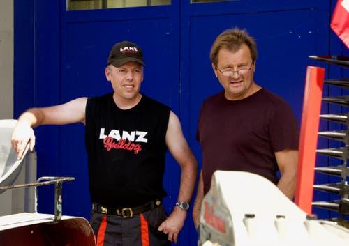 Organisator Roman Berger (links) im Gespräch mit einem Besucher.