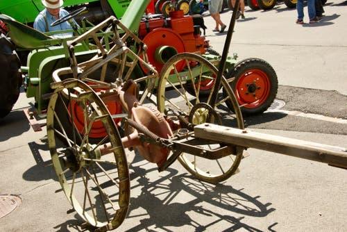 Mit diesem Gerät wurden die Kartoffeln ausgegraben und dann von Hand geerntet.