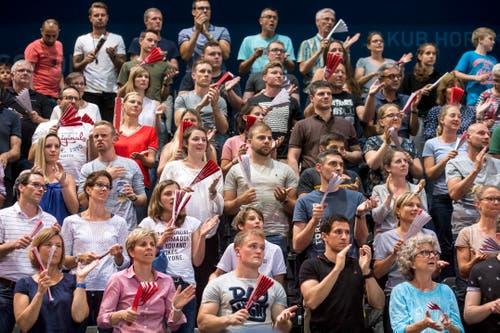 3450 Zuschauer sorgten in der Bossard-Arena für Stimmung (Bild: Alexandra Wey / Keystone)