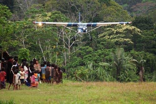 Landeanflug auf eine kurze Piste in Peru.
