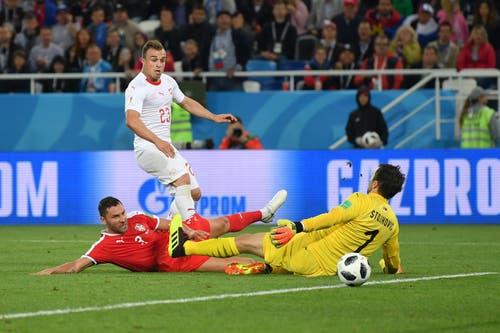 Das entscheidende Goal von Xherdan Shaqiri, mit dem die Schweizer den 2:1-Sieg gegen die Serben holen (Bild: Dan Mullan/Getty Images)
