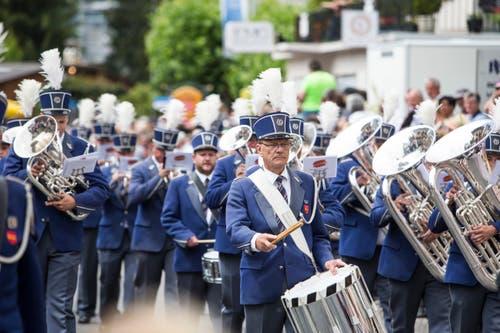 Festumzug am Jodlerfest Schötz. Im Bild Majorettenkorps und Musikgesellschaft Wauwil. (Bild: Manuela Jans-Koch. Schötz 24.Juni 218)
