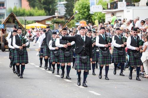 Festumzug am Jodlerfest Schötz. Swiss Highland Pipers Zug. (Bild: Manuela Jans-Koch. Schötz 24.Juni 2018)