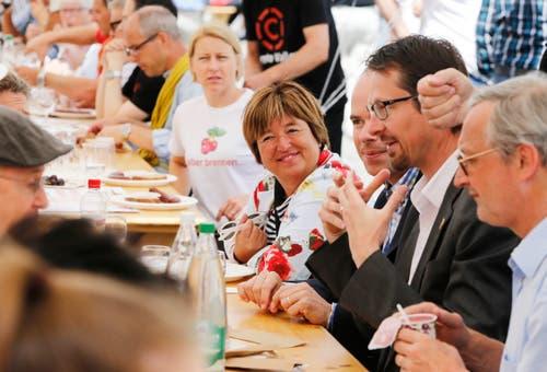 Stadträtin Vroni Straub mischte sich unters Volk. (Bild: Stefan Kaiser (Zug, 25. Juni 2018))