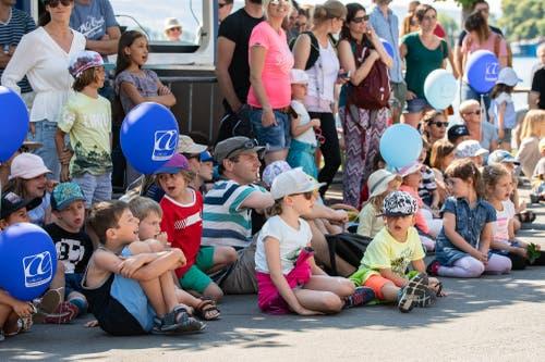 Die Kinder erfreuen sich an der Band Staerne Foifi (Bild: Christian H. Hildebrand, 23. Juni 2018).