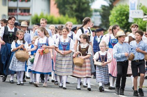 Festumzug am Jodlerfest Schötz. Im Bild: Jodlerchörli Geuensee. (Bild: Manuela Jans-Koch. Schötz 24.Juni 2018)