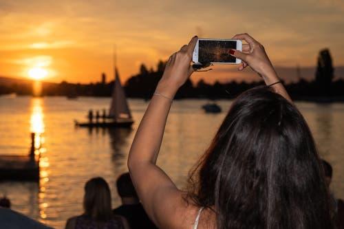 Der Zuger Sonnenutergang fasziniert immer wieder (Bild: Christian H. Hildebrand, 23. Juni 2018).