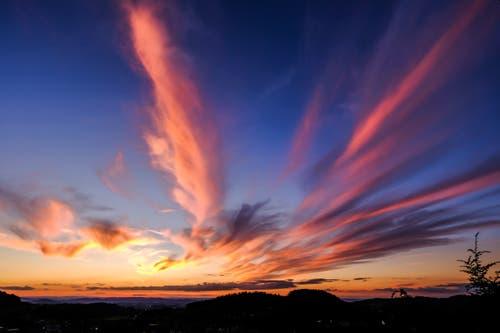 """""""Natürliches Feuerwerk"""" vom Höhenweg Herisau aus. (Bild: Luciano Pau)"""