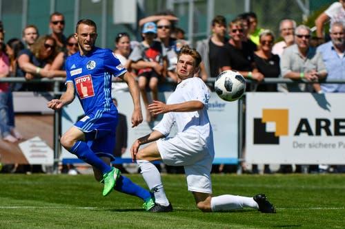 Luzerns Christian Schneuwly (links) gegen Winterthurs Enrique Wild. (Bild: Martin Meienberger / Freshfocus (Luzern, 23. Juni 2018))