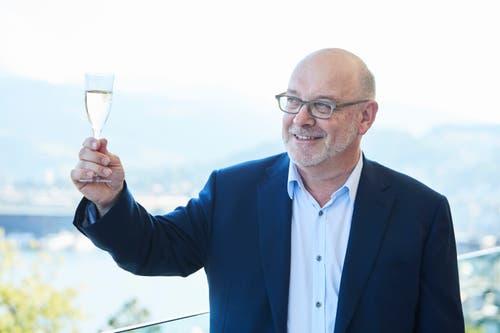Prost: Hotel Direktor Fritz Erni.