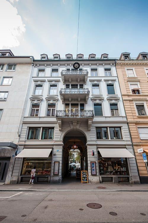 Zürich: Über der trendigen Milchbar schläft man bunt.