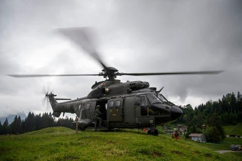 Ein Super Puma der Armee hebt ab. (Bild: Keystone/Gian Ehrenzeller)