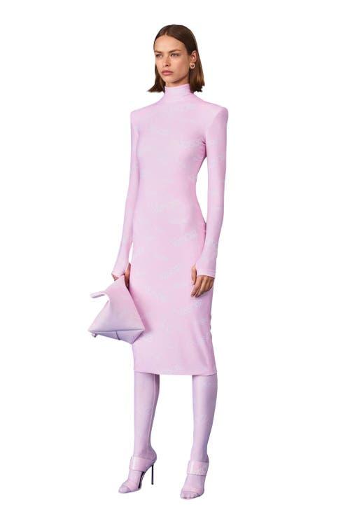 Kleid von Versace.