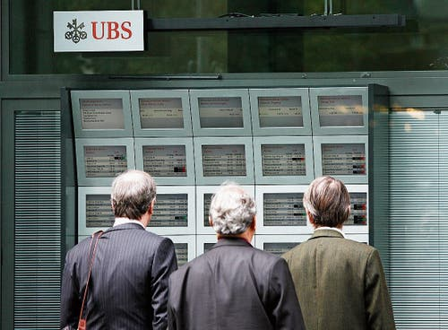 Die UBS schreibt im Jahr 2008 Milliardenverluste wegen Ramschpapieren. (Bild: KEY)
